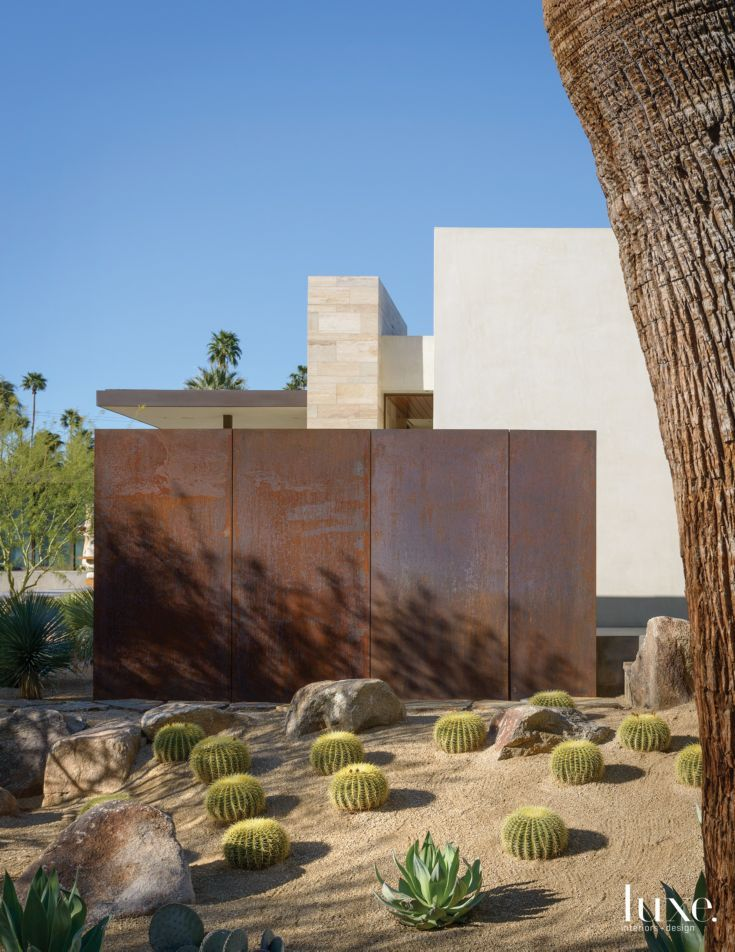 Modern Steel Exterior Wall With Desert Landscape Modern Landscape Design Modern Landscaping Mid Century Landscaping