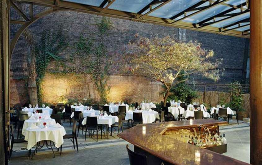 Locali con giardino per brunch a New York - L'interno del Revel