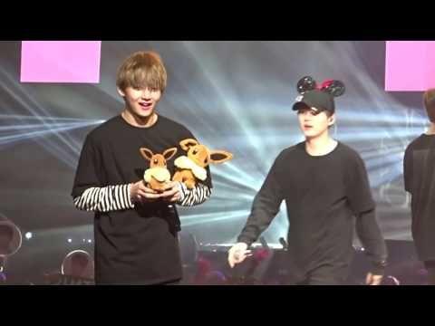Taehyung makes Jungkook jealous - YouTube