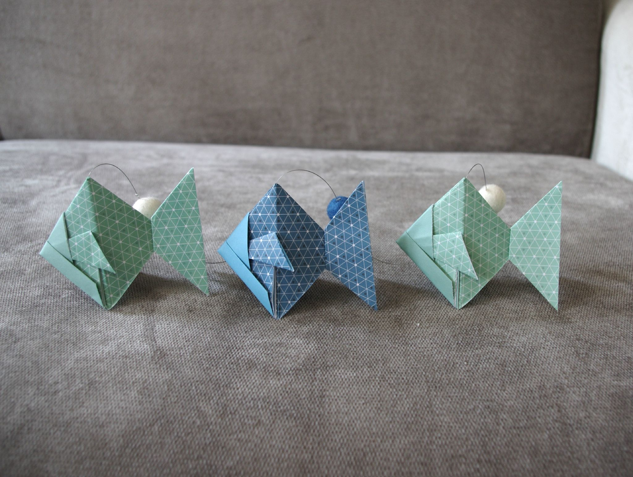 guirlande poisson origami bleu et vert anis boule feutrine enfants pinterest vert anis. Black Bedroom Furniture Sets. Home Design Ideas