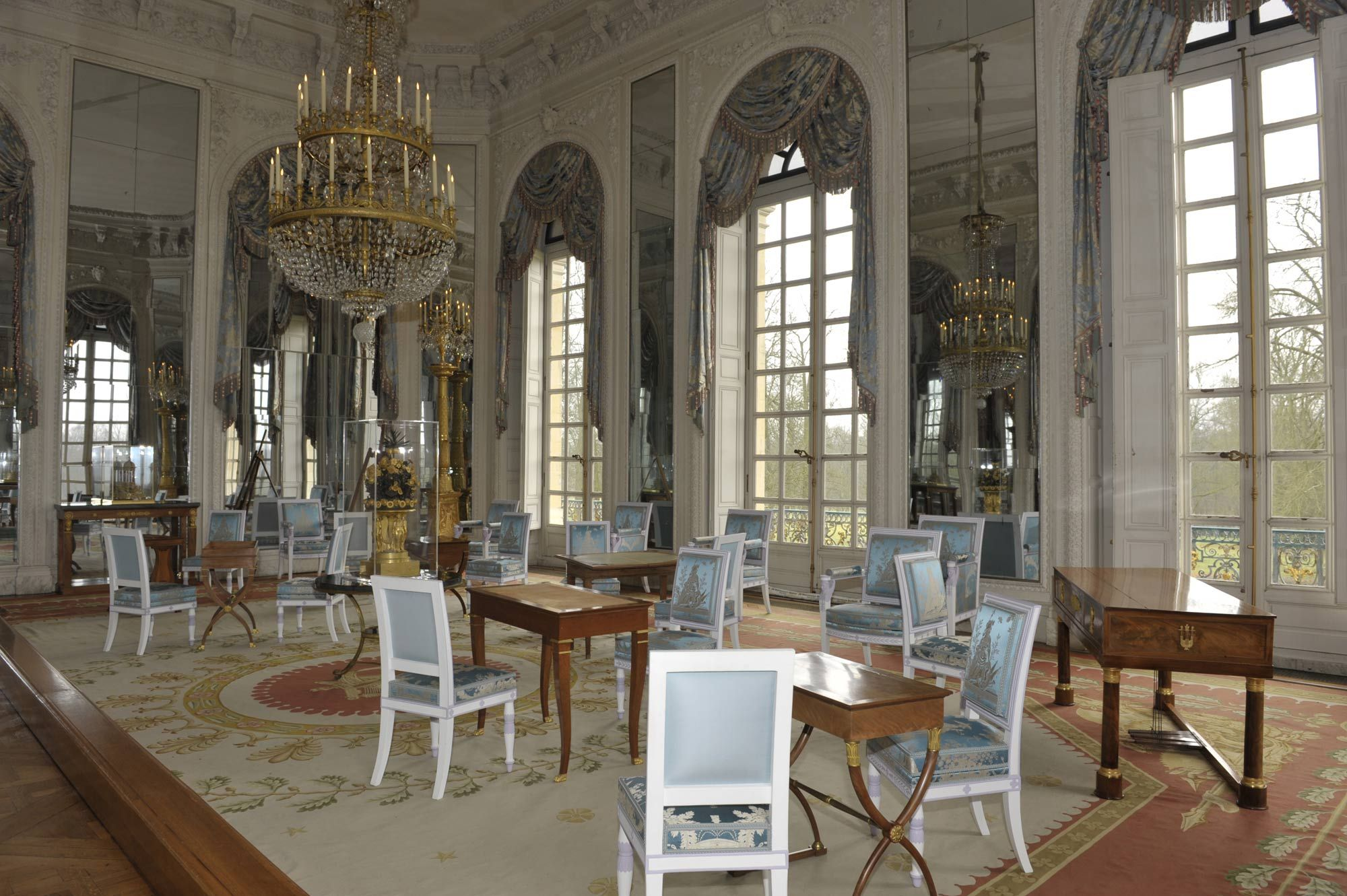 Present day view of the salon of madame m re in the grand for Salon de versailles 2016