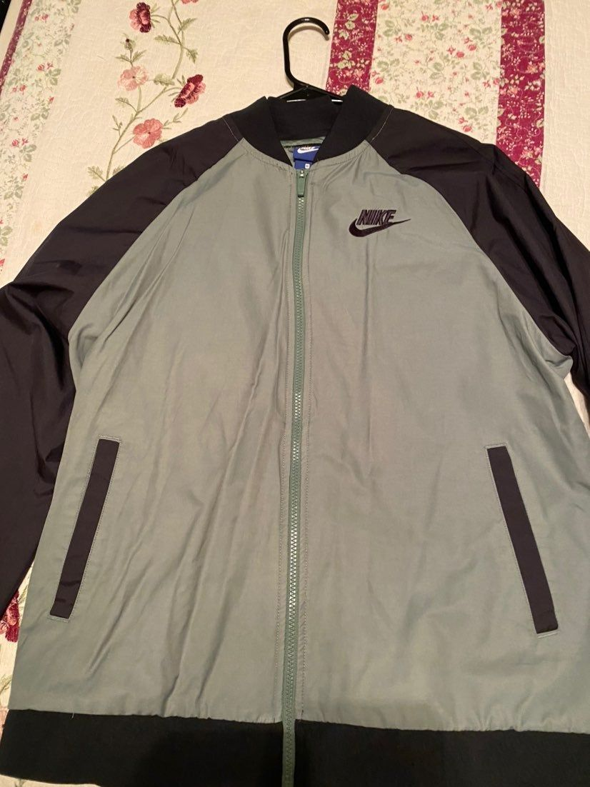 Condition 10 10 I Got It At The Nike Store It Was Originally 70 I Am Open To Offers It Is A Men S Jacket Nike Bomber Jacket Jackets Nike [ 1102 x 826 Pixel ]