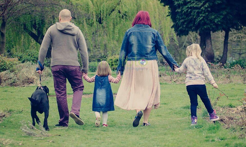 Wonderful family shoot in Abington Park , Northampton.