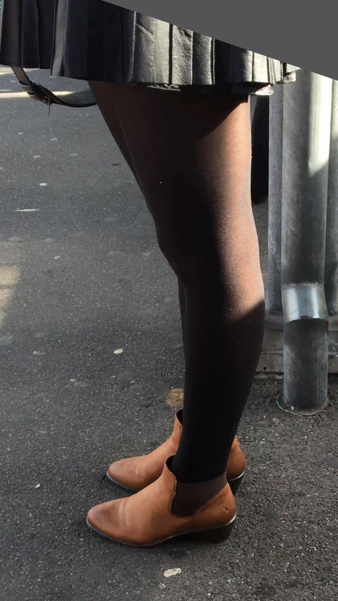 Sexy legs in train geile sau zeigt ihren geilen beine im zug - 4 4
