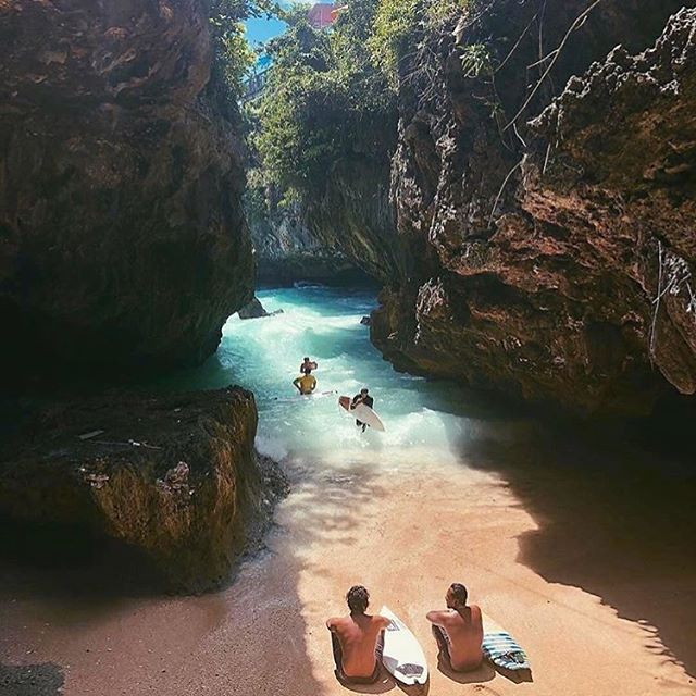 Weekend vibes in Uluwatu, Bali 🌴✌🏼 #singlefinbali via @sresortsbali