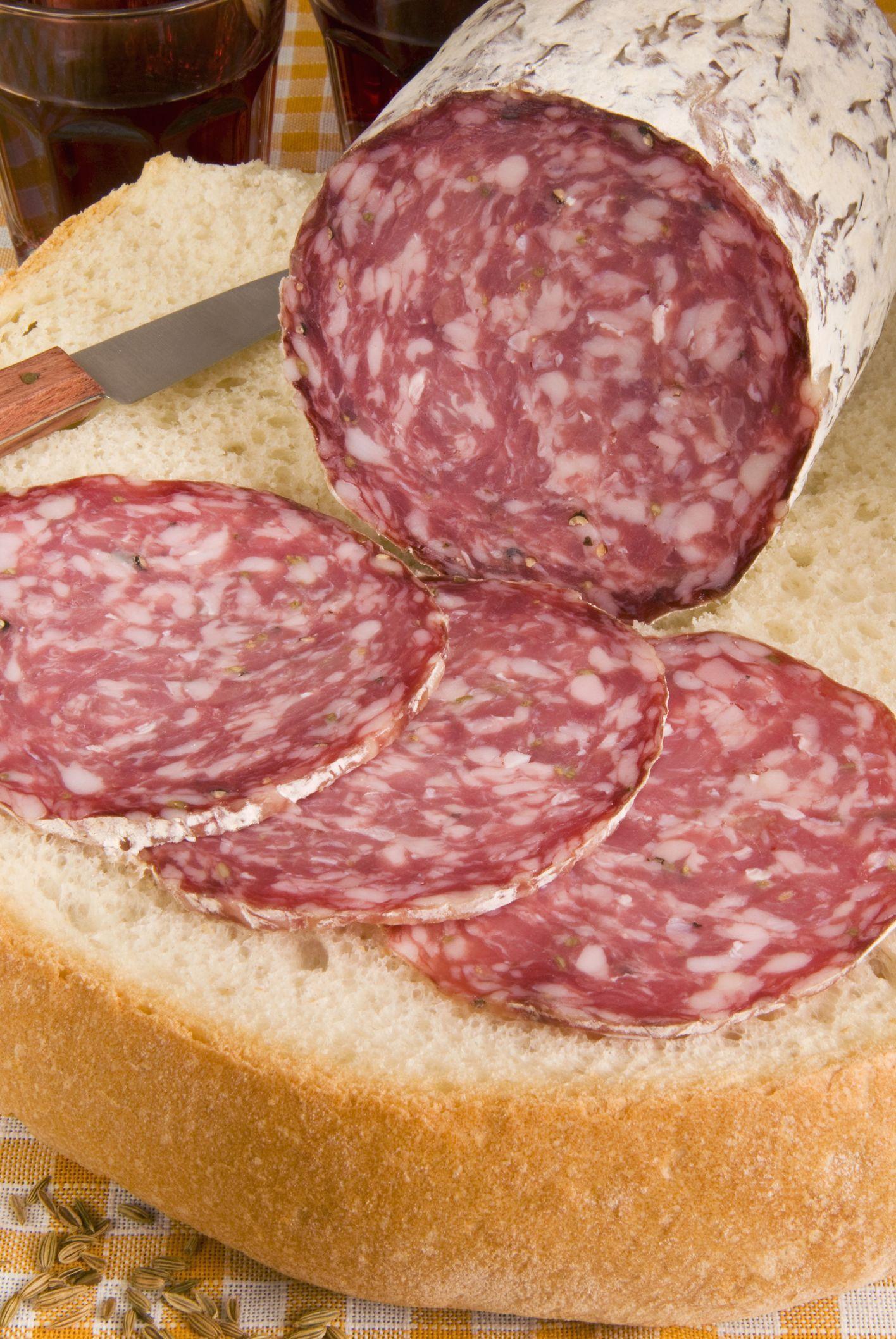 How To Make Tuscan Finocchiona Salami Recipe Homemade Sausage Recipes Cured Meats Italian Salami