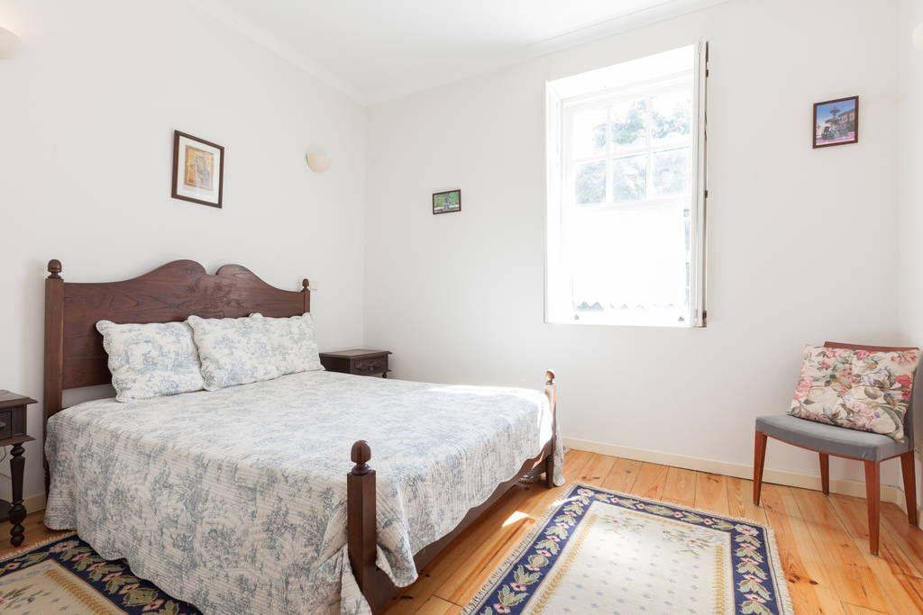 Veja este anúncio incrível na Airbnb: Casa do Caseiro da Maragossa - Casas para Alugar em Porto