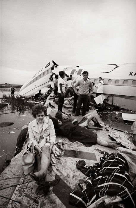 Repülőgép-szerencsétlenség, 1969 © Enrique Metinides/Kominek Book, Berlin