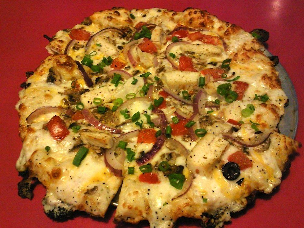Round Table Chicken Garlic Gourmet Pizza | Food & Drinks ...