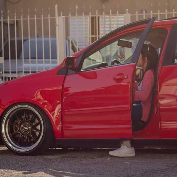 Quando você pega o carro depois do namorado ter dirigido, é tipo criança no volante 😂😂😂 #cerejinha #musasdosbaixos #downtrend #porngarage #razannoble #rznbl
