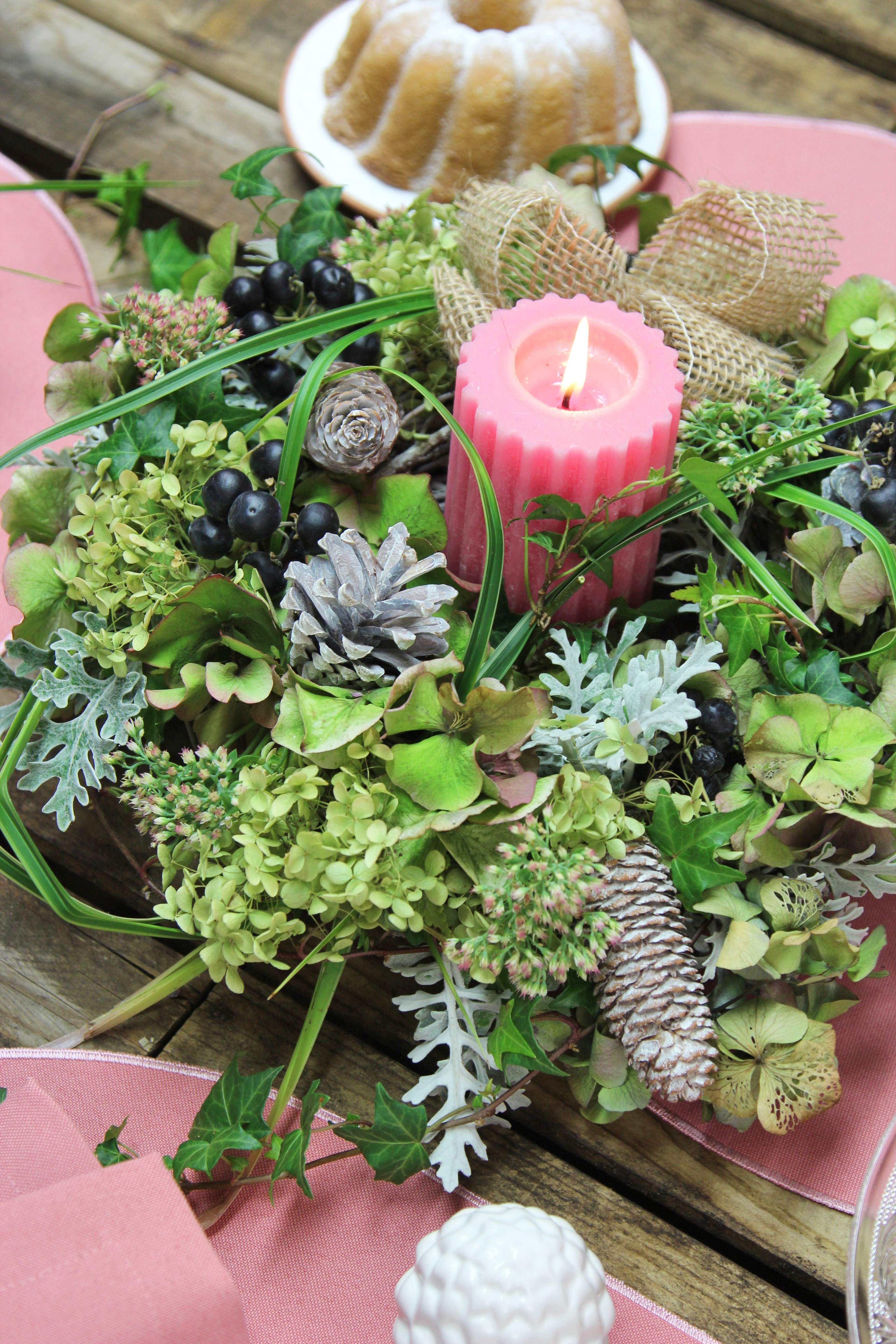 Herbstkranz Aus Materialien Aus Dem Garten Zapfen Und Chleife Aus Jute Ovale Tischsets Gala In Altrosa Von Sander