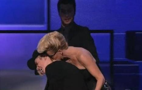 Justin Bieber Gets (Lovingly) Ambushed By Jenny McCarthy | And The Winner Is... (NEW) - Yahoo! Music