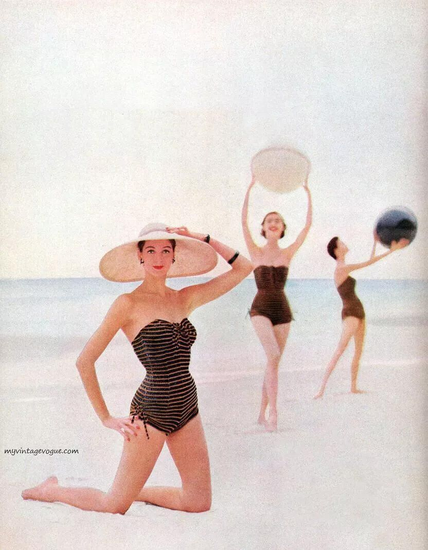 Which accessories do you choose when you are on holiday at the seaside? #vintageswimwear