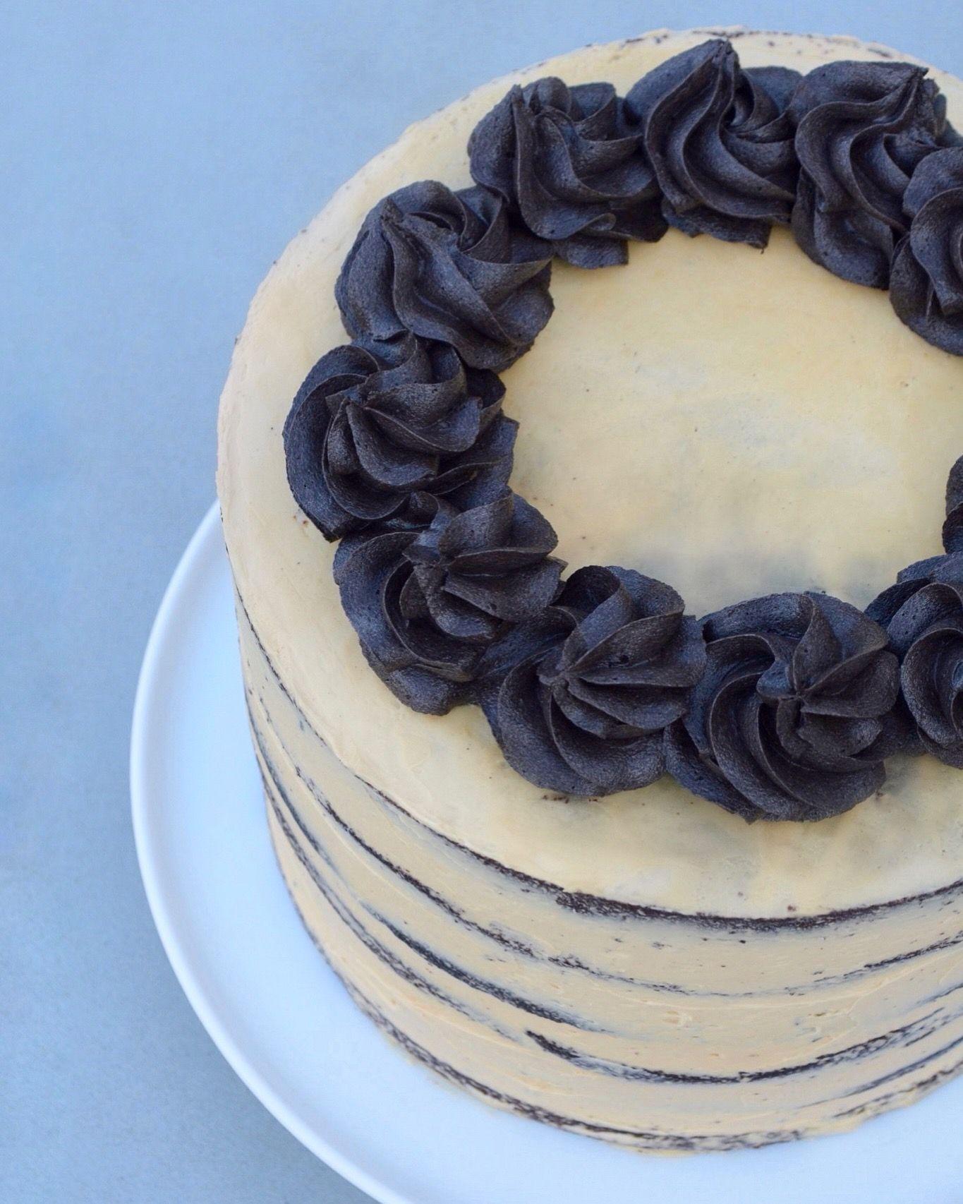 Opskrift på naked cake med chokolade og karamel - fines.dk