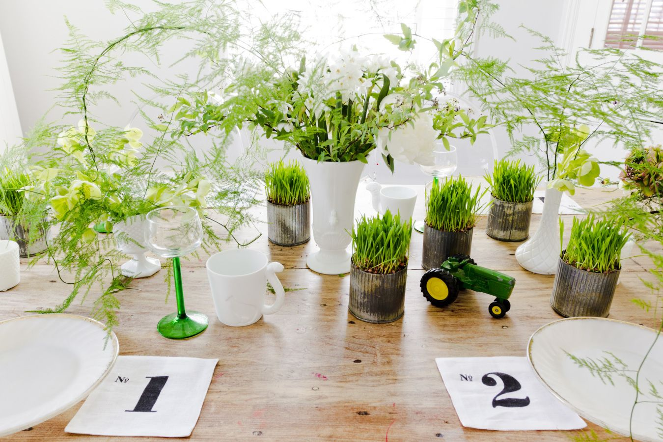 Wedding decorations paper  Lovely spring wedding table set up decoration idea that you can use