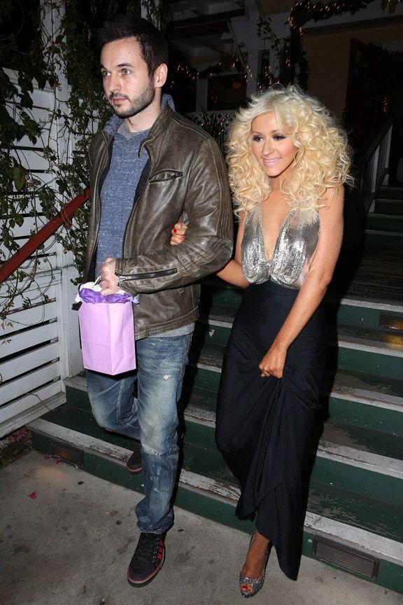 Uma semana depois que o namorado da cantora Christina Aguilera, o produtor Matt Rutler, pediu a mão da bela em casamento, a cantora tem mais um motivo feliz para comemorar.  Celegram