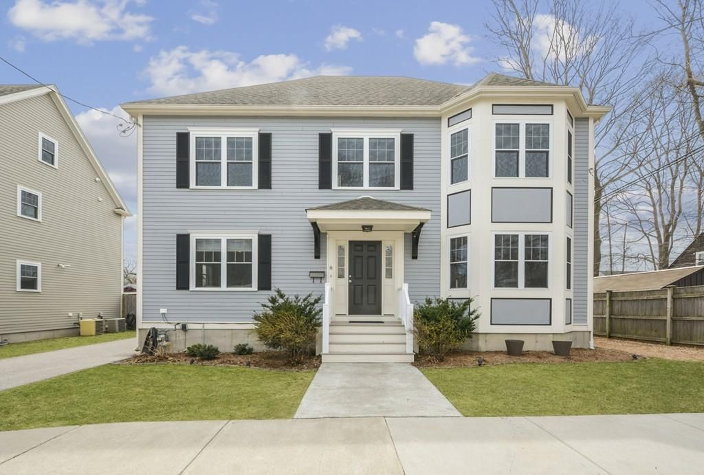 This Thoughtfully Designed Newer Colonial Features High End Finishes And An Open Floor Plan For Today S Lifestyle Located West Roxbury Roxbury Roxbury Boston