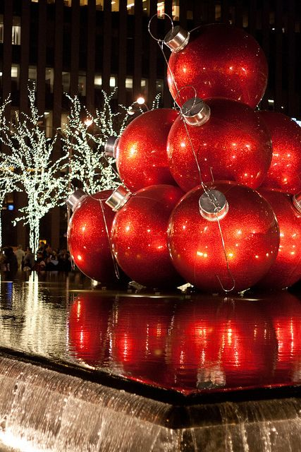 christmas in nyc along ave of the americas 6th ave just beyond rockefeller center christmas in nyc is the absolute best