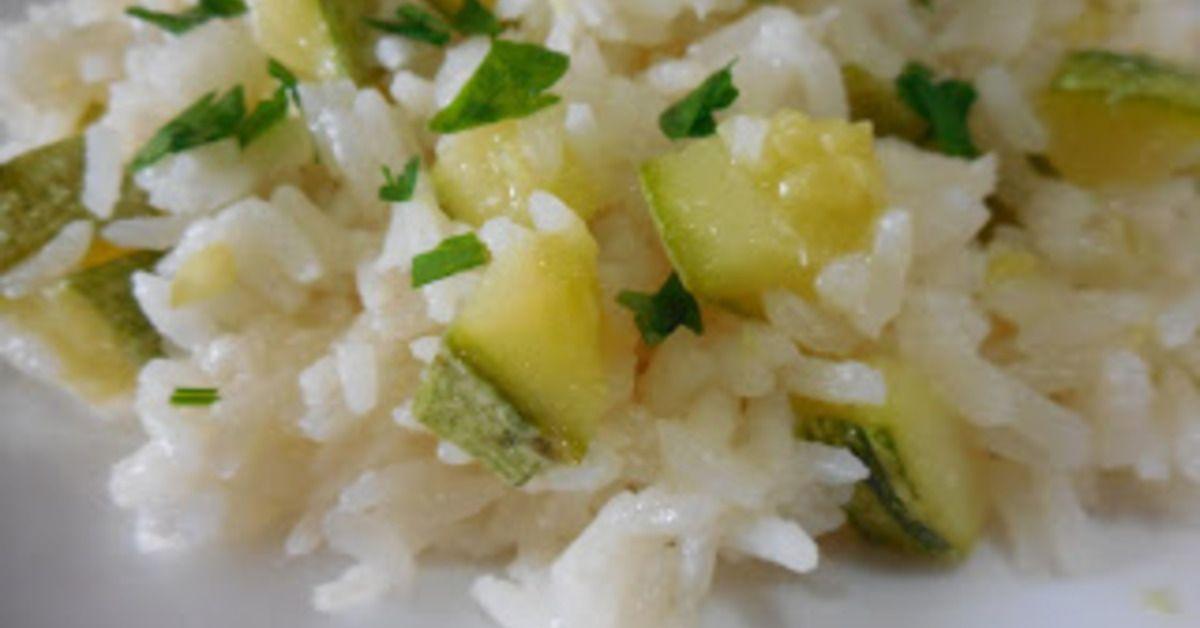 Para deixar o arroz com um sabor a mais,a abobrinha é uma ótima opção. Arroz com abobrinha. Juntar o arroz,mexer e acrescentar a abobrinha,sal e a água
