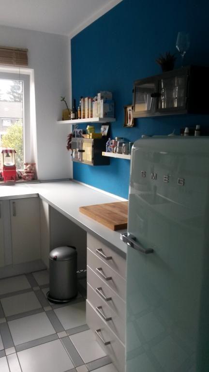 Schicke Küche in Köln-Braunsfeld Schöner Kontrast durch weiße - kuche blaue wande