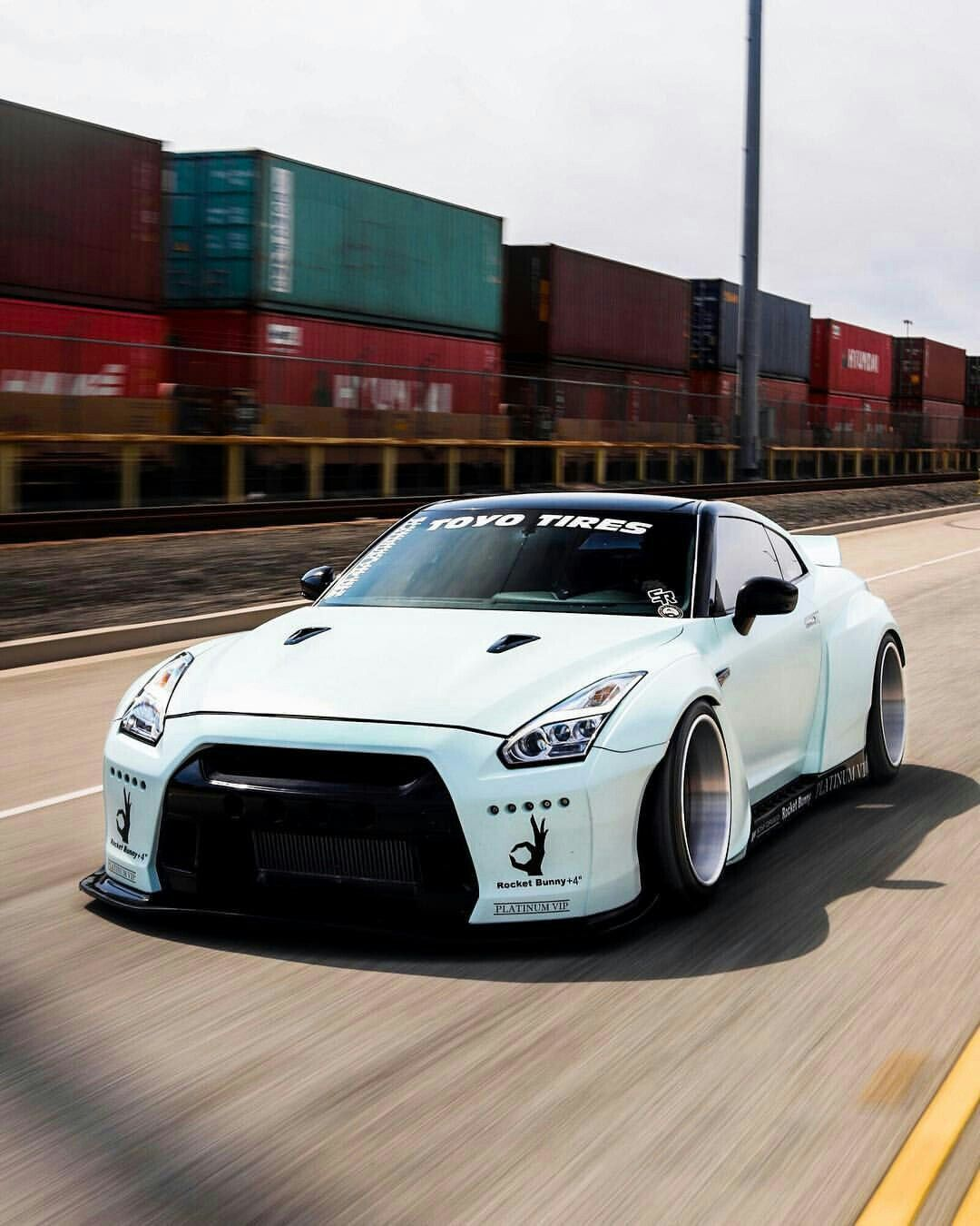 nissan skyline GTR - nissan JDM cars - lowered stanced cars