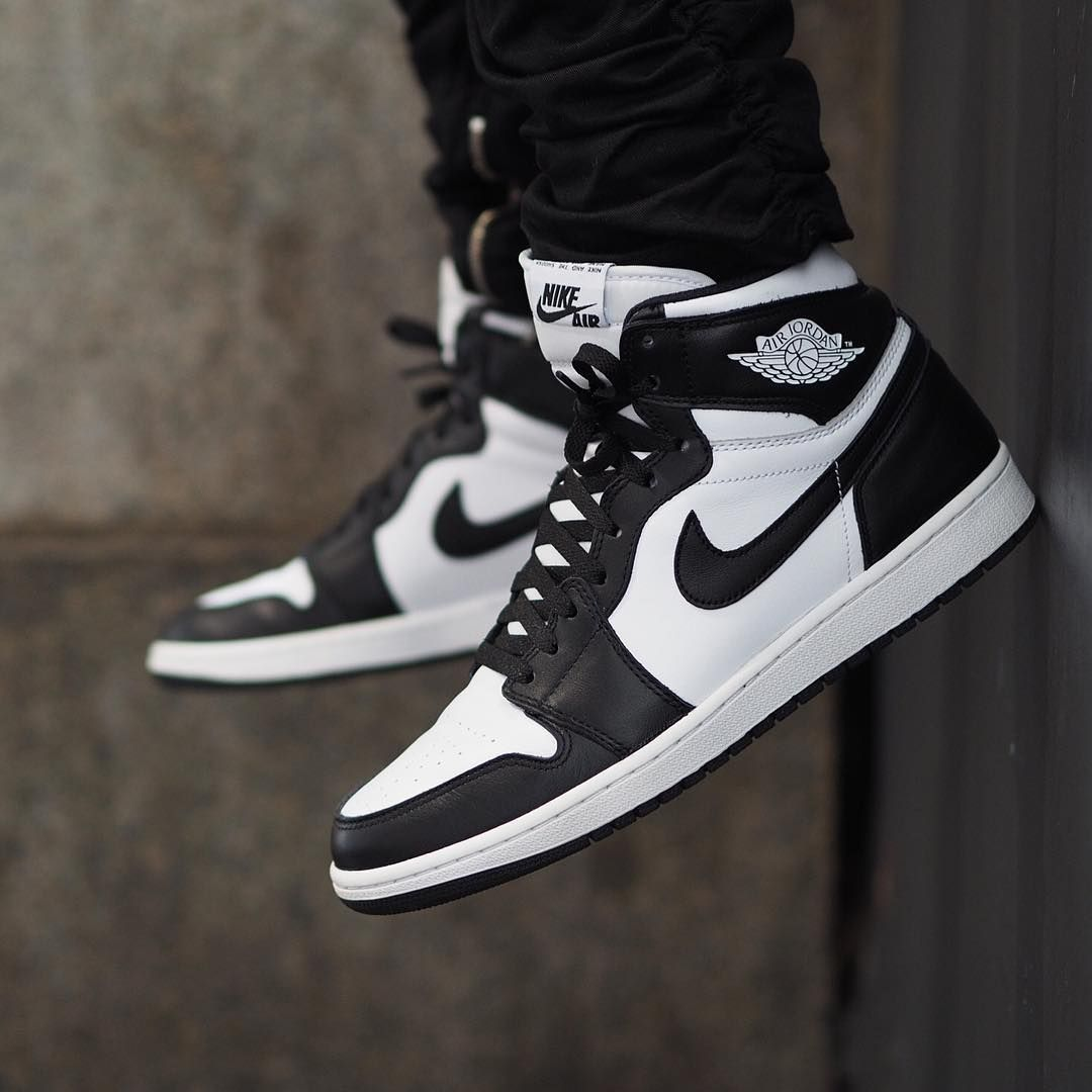 nike jordan 1 black and white