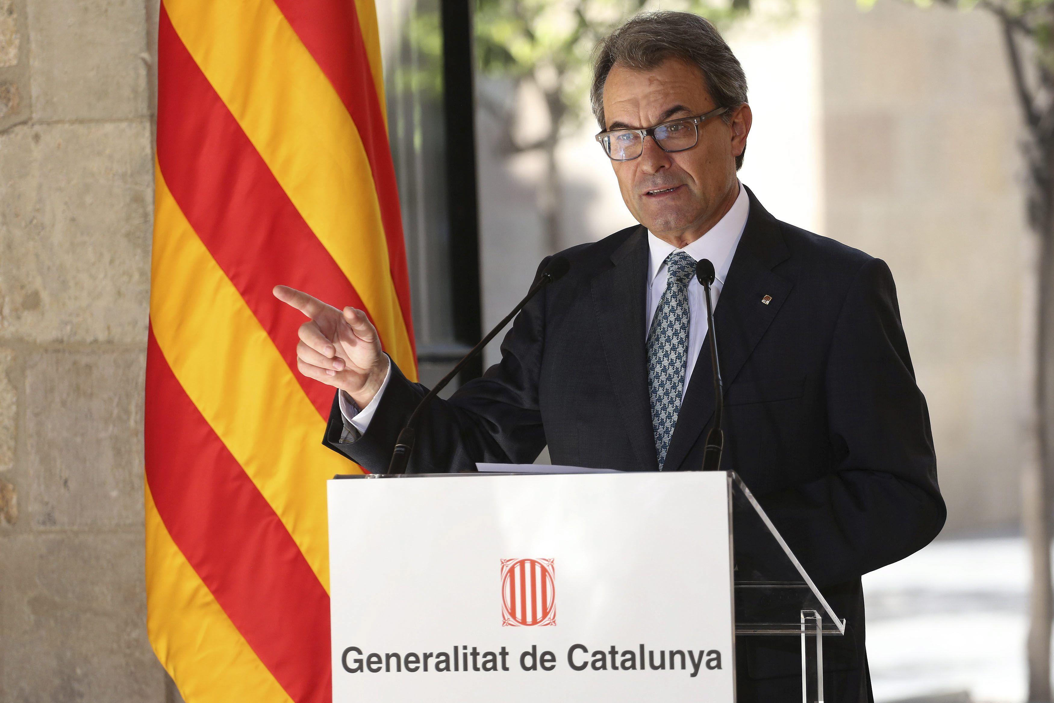 """President Mas: """"Gràcies a Escòcia per ensenyar que votar és l'únic camí per resoldre democràticament les aspiracions d'un poble"""" - govern.cat, 19-09-14. El cap de l'Executiu assegura que """"el procés català continua i se sent reforçat perquè està fonamentat en el concepte de votar"""". Artur Mas destaca que """"votar uneix"""" i que """"el que separa és no poder votar"""", i remarca que """"a Madrid estan equivocats si creuen que només utilitzant traves legals poden parar la voluntat política de la majoria""""."""