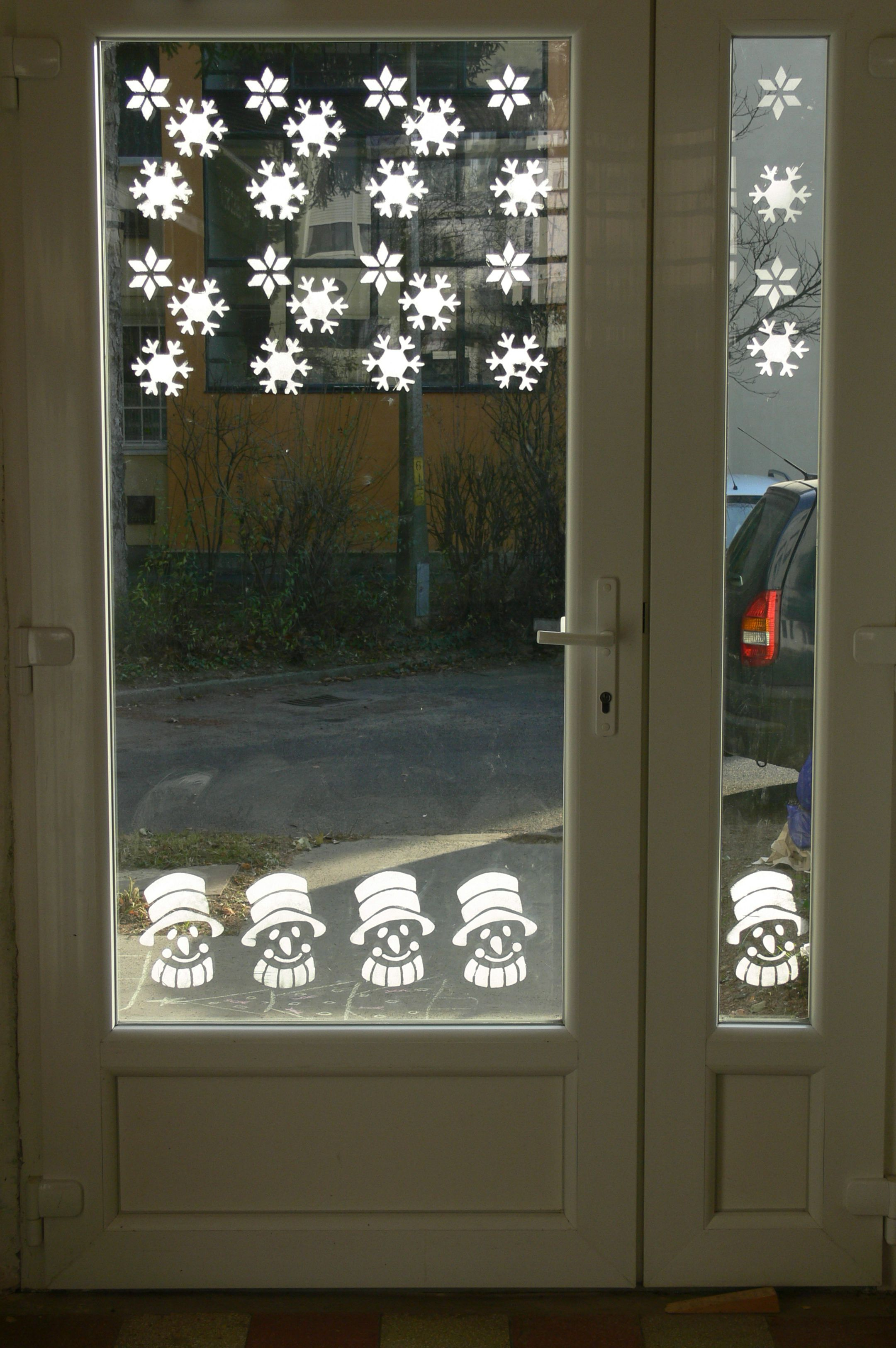 Winter window decor