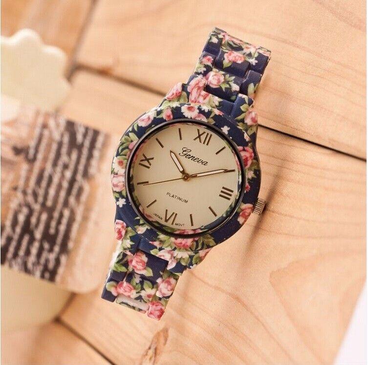d35a4f8c2a34 Encontrar Más Relojes de moda Información acerca de Nuevo reloj de moda de  lujo flores impreso de ginebra del reloj mujeres reloj de cuarzo ocasional  ...