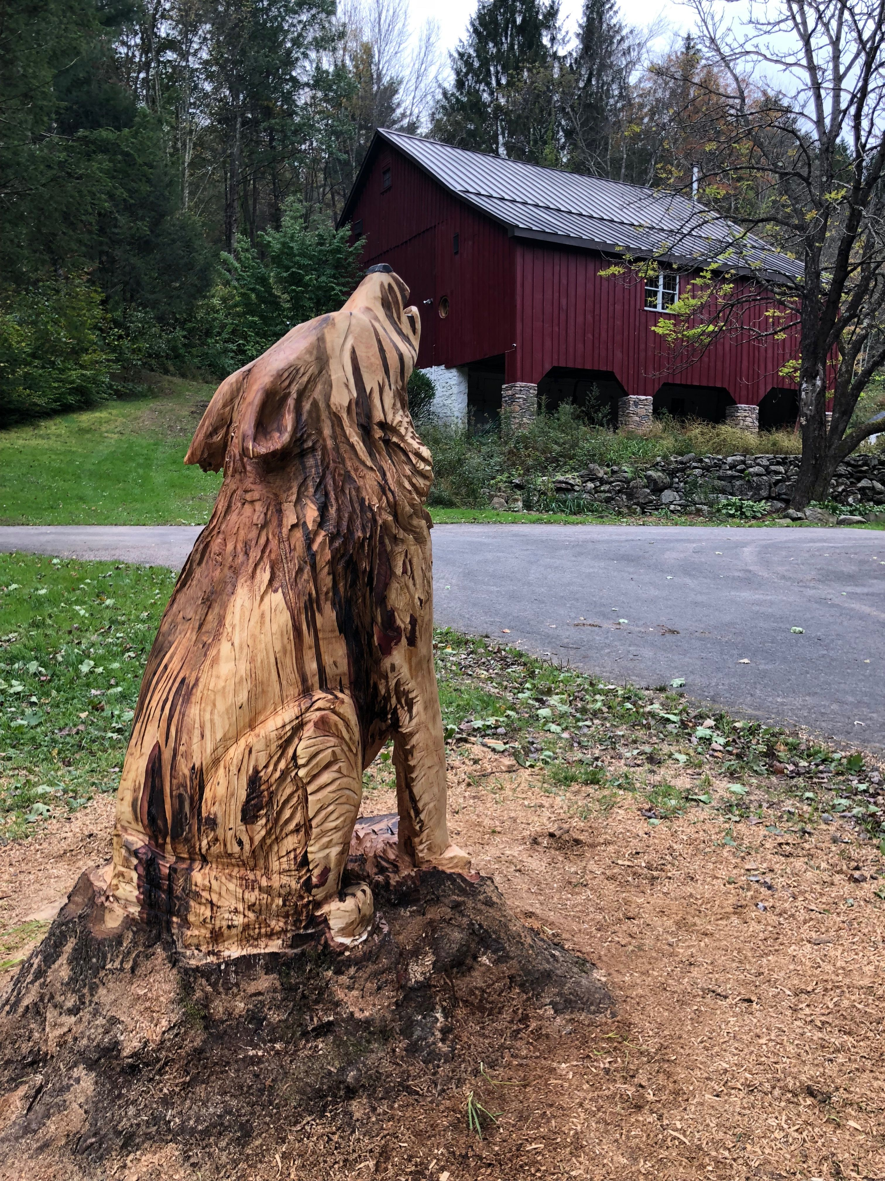 Howling wolf chainsaw carving by rita lacey chainsaw carvings