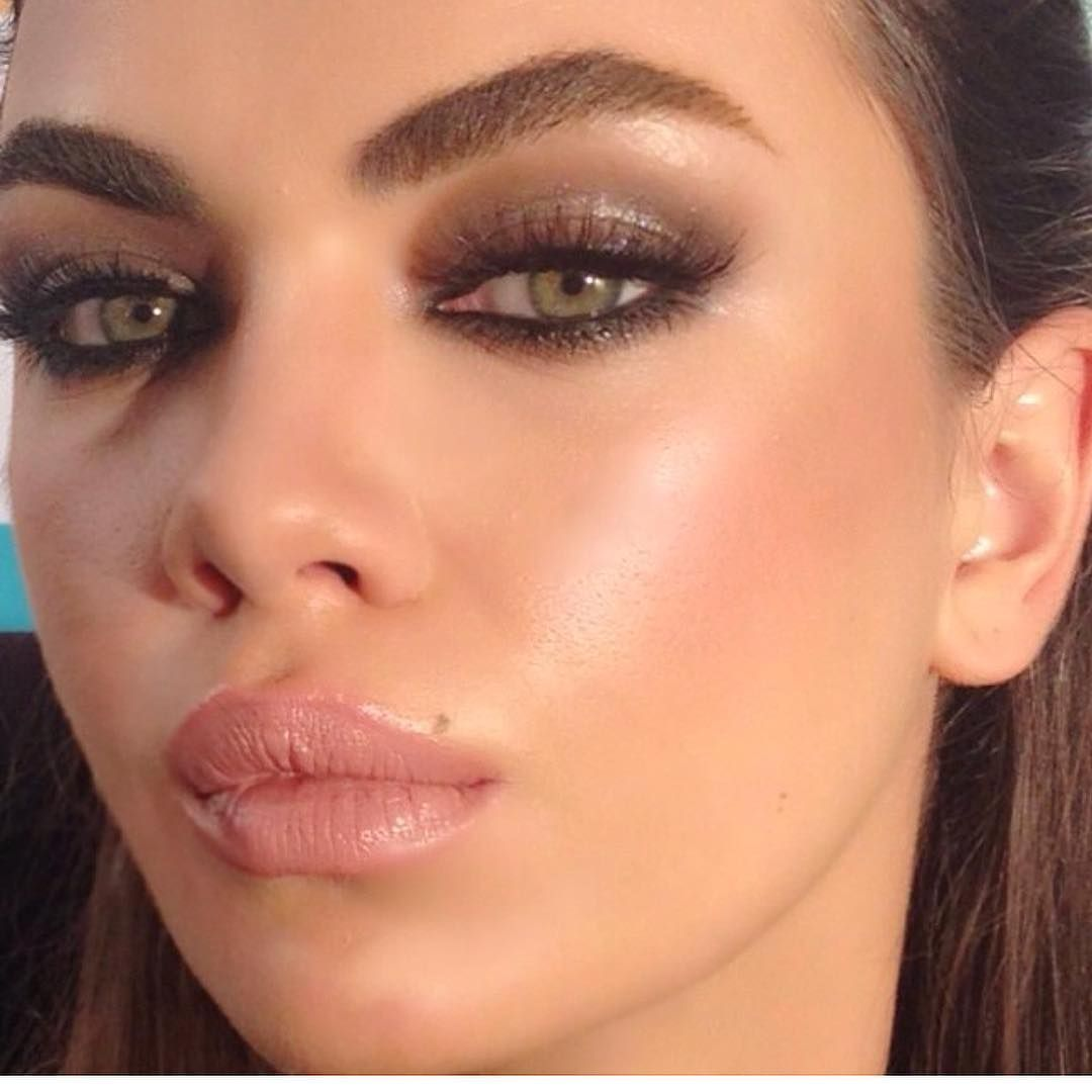 Image May Contain One Or More People And Closeup Makeup Ansigtsmaling