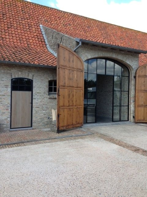 Photo of Higher entrance (than rest of galbe roof) with wooden gate doors.