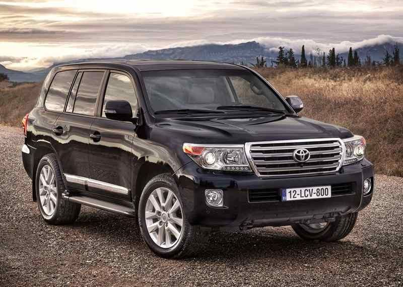 Expensive and popular SUV Toyota Land Cruiser 200  Cars 20182019