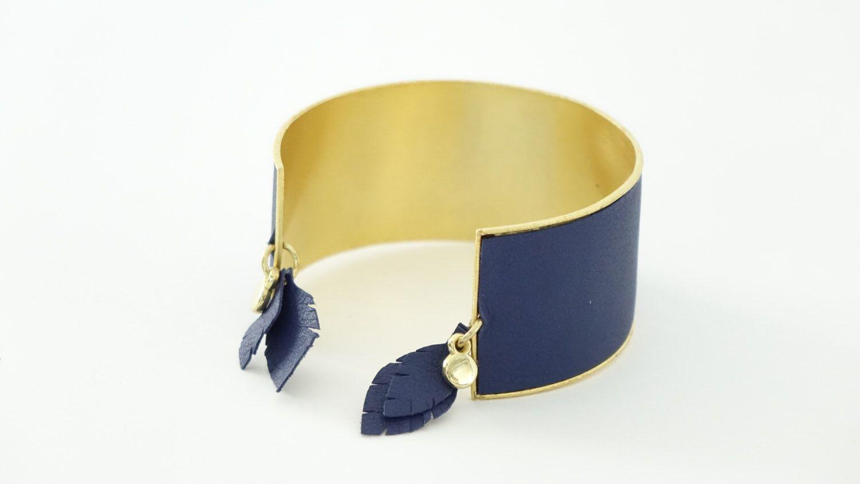 Bracelet Cheyennes, plaqué or et cuir. par 50emeParallele sur Etsy https://www.etsy.com/fr/listing/483830269/bracelet-cheyennes-plaque-or-et-cuir