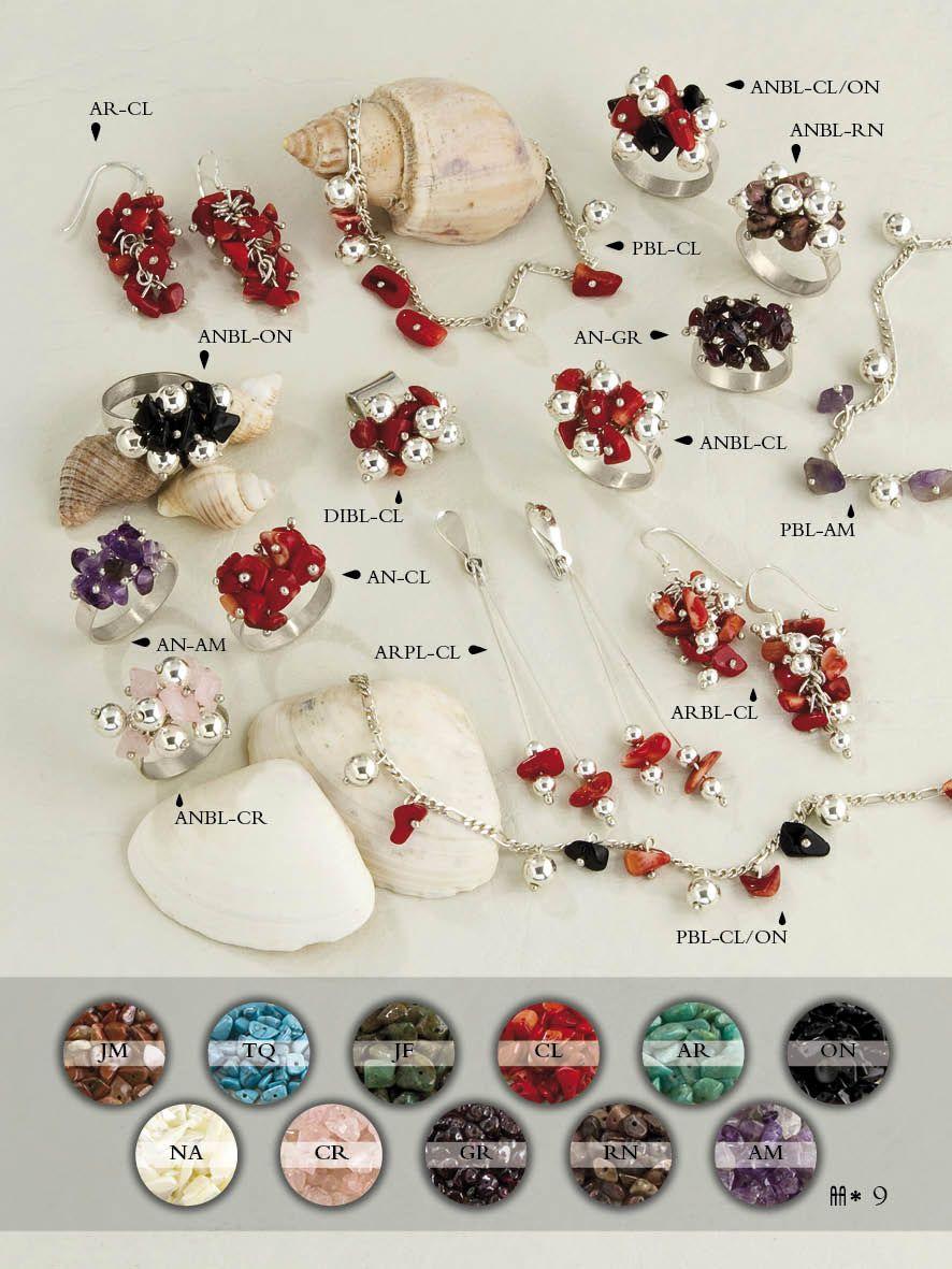 Diversidad de Piezas de Plata y Piedras Naturales. Diseño de dijes, aros y anillos.