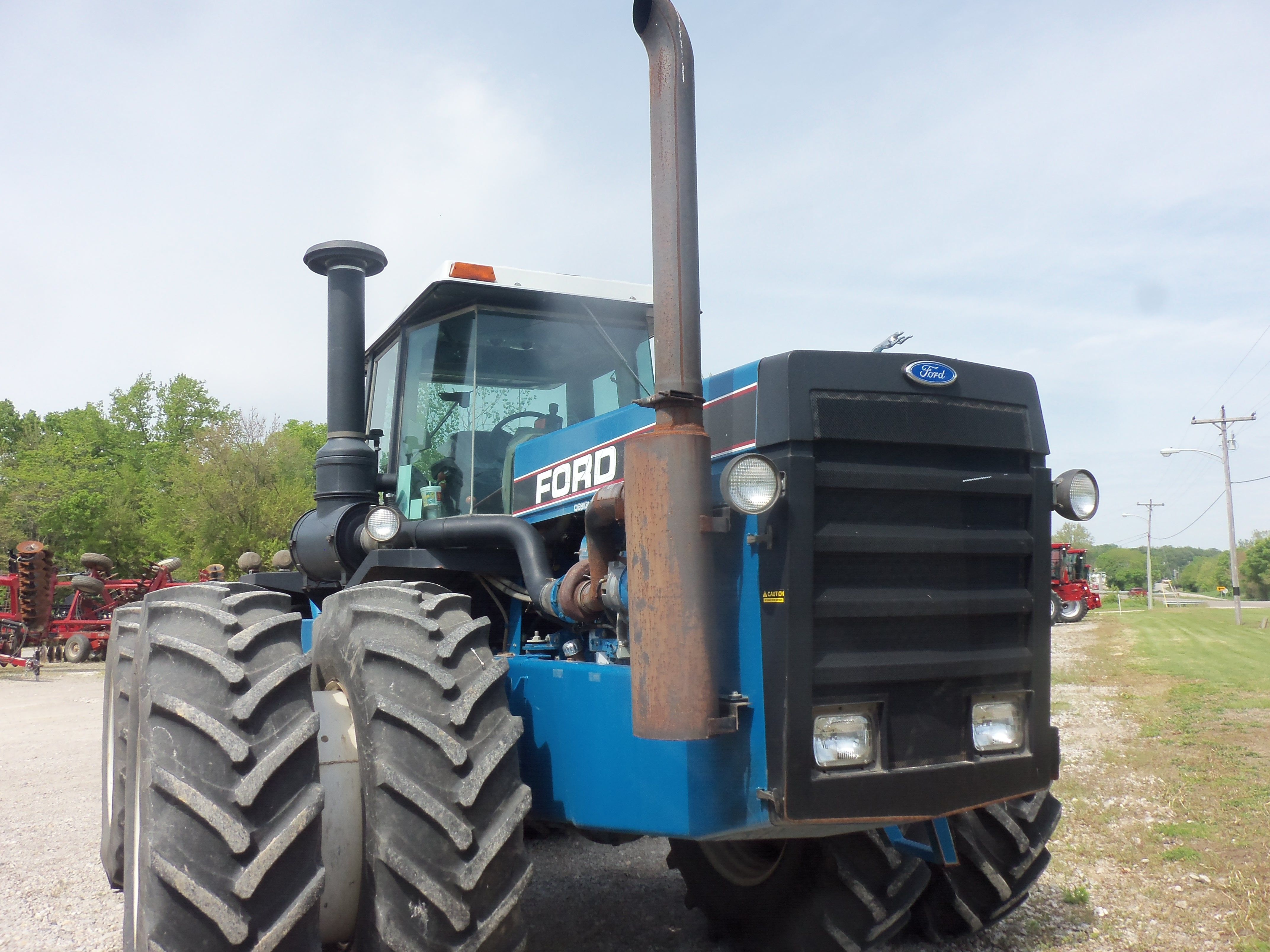 Ford Versatile 846-6 4WD tractor.