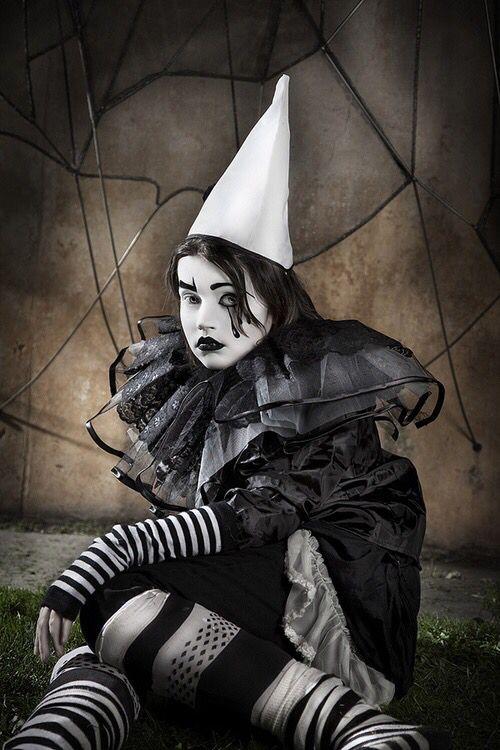 Girl wearing black u0026 white clown outfit & Girl wearing black u0026 white clown outfit   Clowns/Jesters   Pinterest ...
