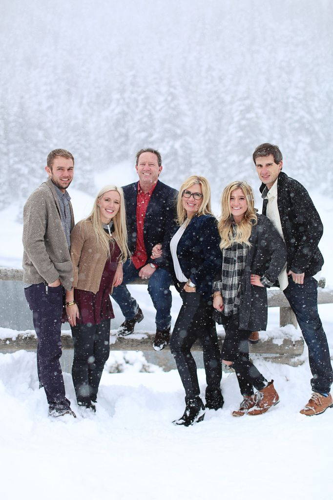 Winter Family portrait in the snow, snowy family pictures, family portraits, family portraits with older kids, utah family portraits, utah family photography, Ashley Morgan Photography. #winterfamilyphotography