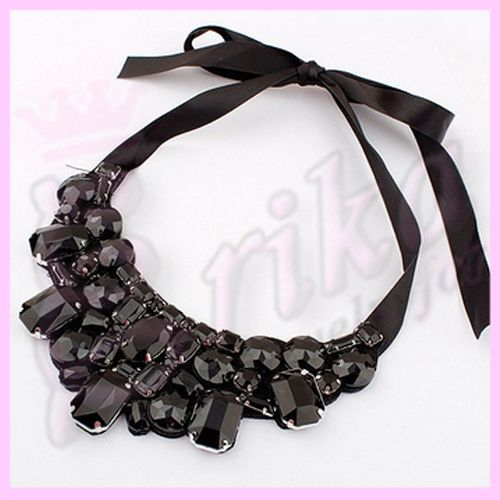 http://jewelrybijouxforerika.it/prodotti/collana-perle-luminose-e-cristalli-brallanti-vari-colori