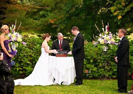 unique wedding ceremony ideas with wine and love letters   Unique ...