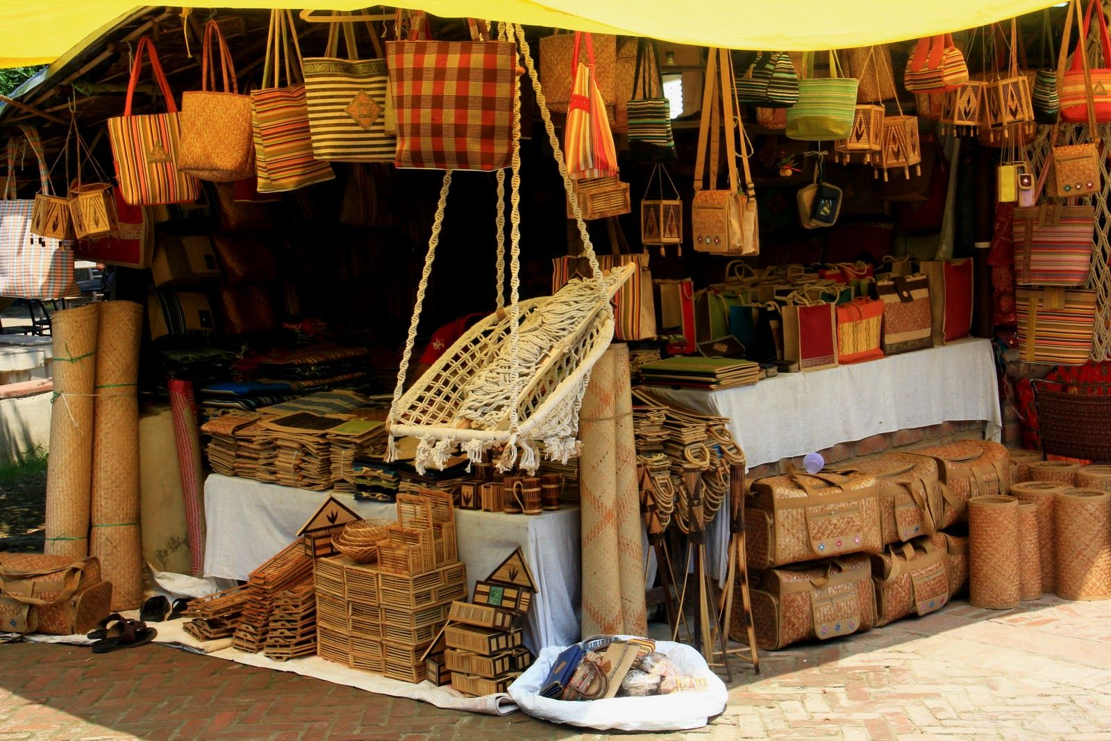 This Market Is Perfect To Buy Indian Handicrafts And Artifacts