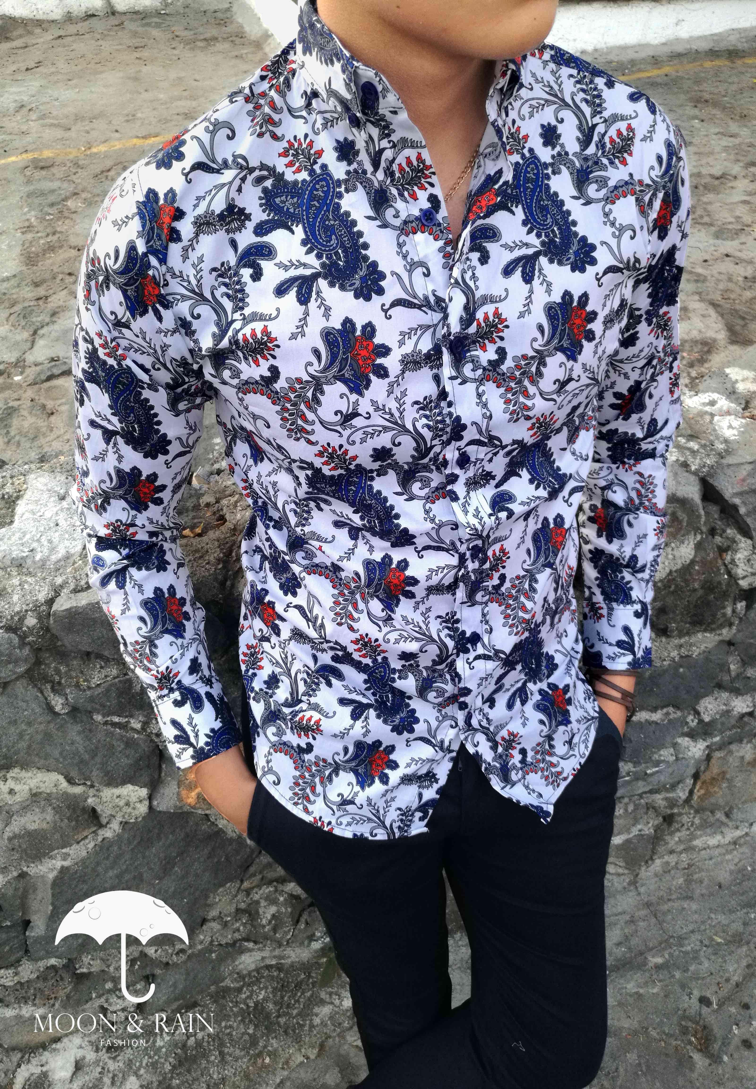 Camisa blanca floreada azul marino, diseño exclusivo para