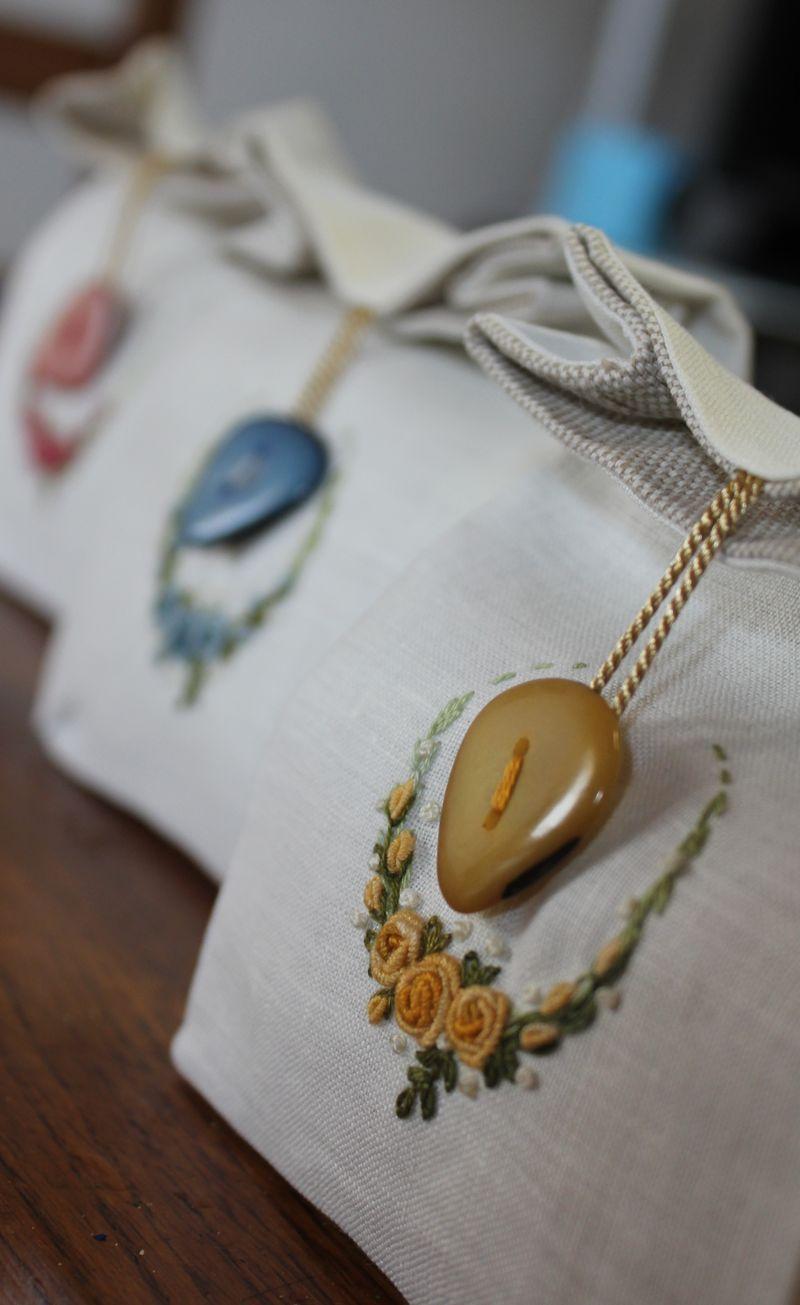 Elisabetta ricami a mano: I fiori di Saluzzo e altre storie floreali