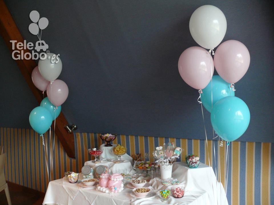 Ramos de globos junto a la mesa dulce decoraciones con for Decoracion con globos para bautizo