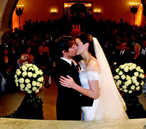 On 2006 Cruise And Holmes Were Married At The 15th Century Odescalchi Castle In Bracciano Italy Wedding Photo Gallery Celebrity Weddings Celebrity Bride