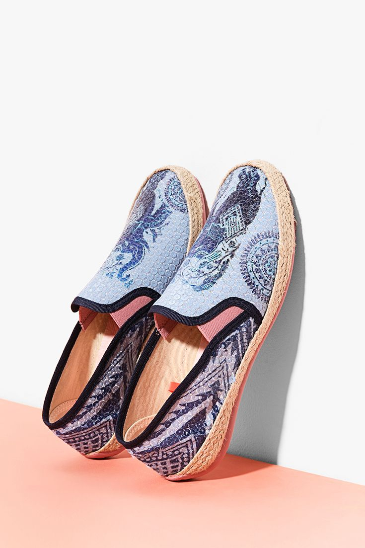 Desigual Women's espadrilles with a blue print. Discover the Spring - Summer 2017 shoes collection!