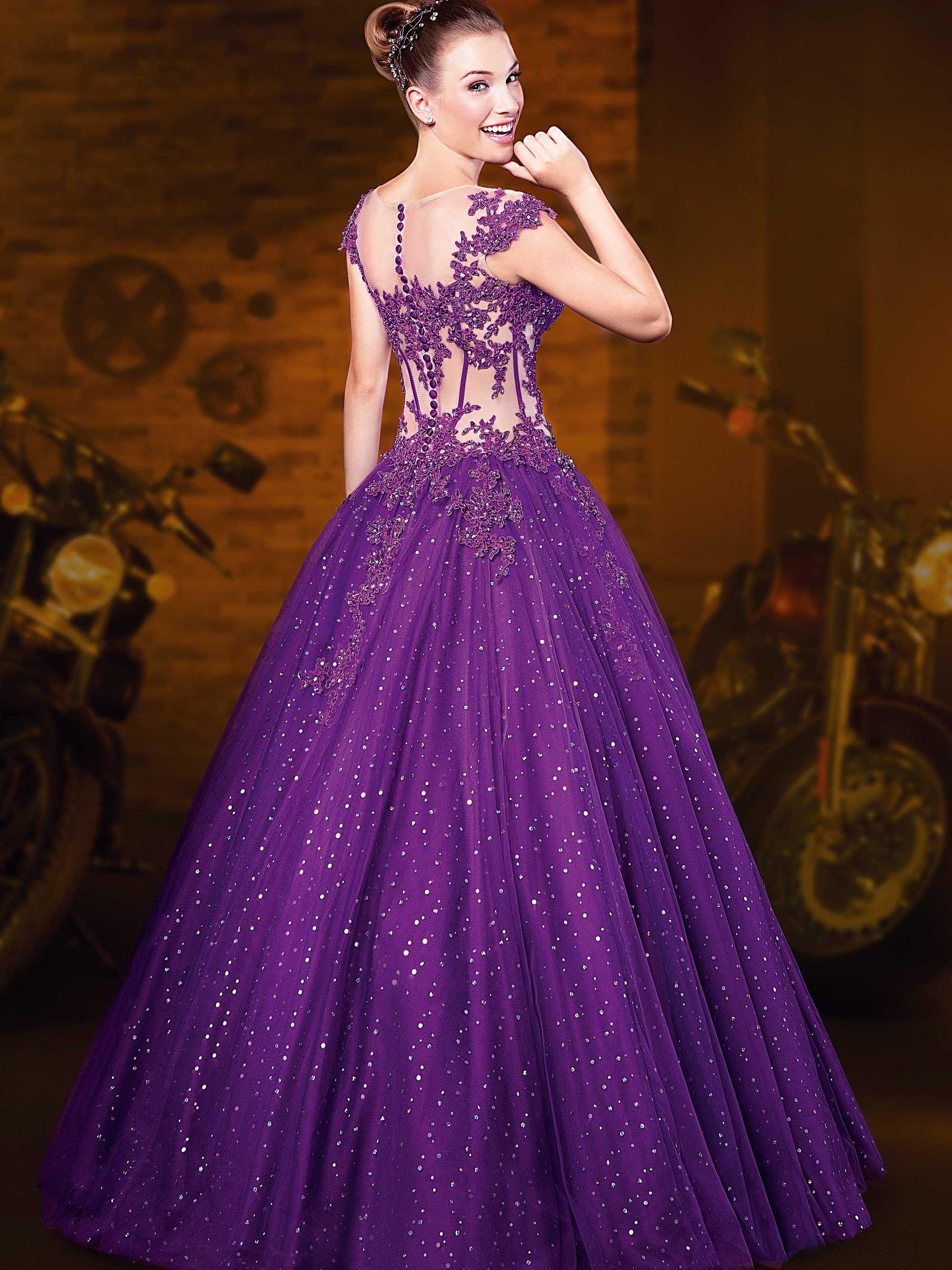 Vestido com brilhos e pedraria – Vestidos de 15 Anos