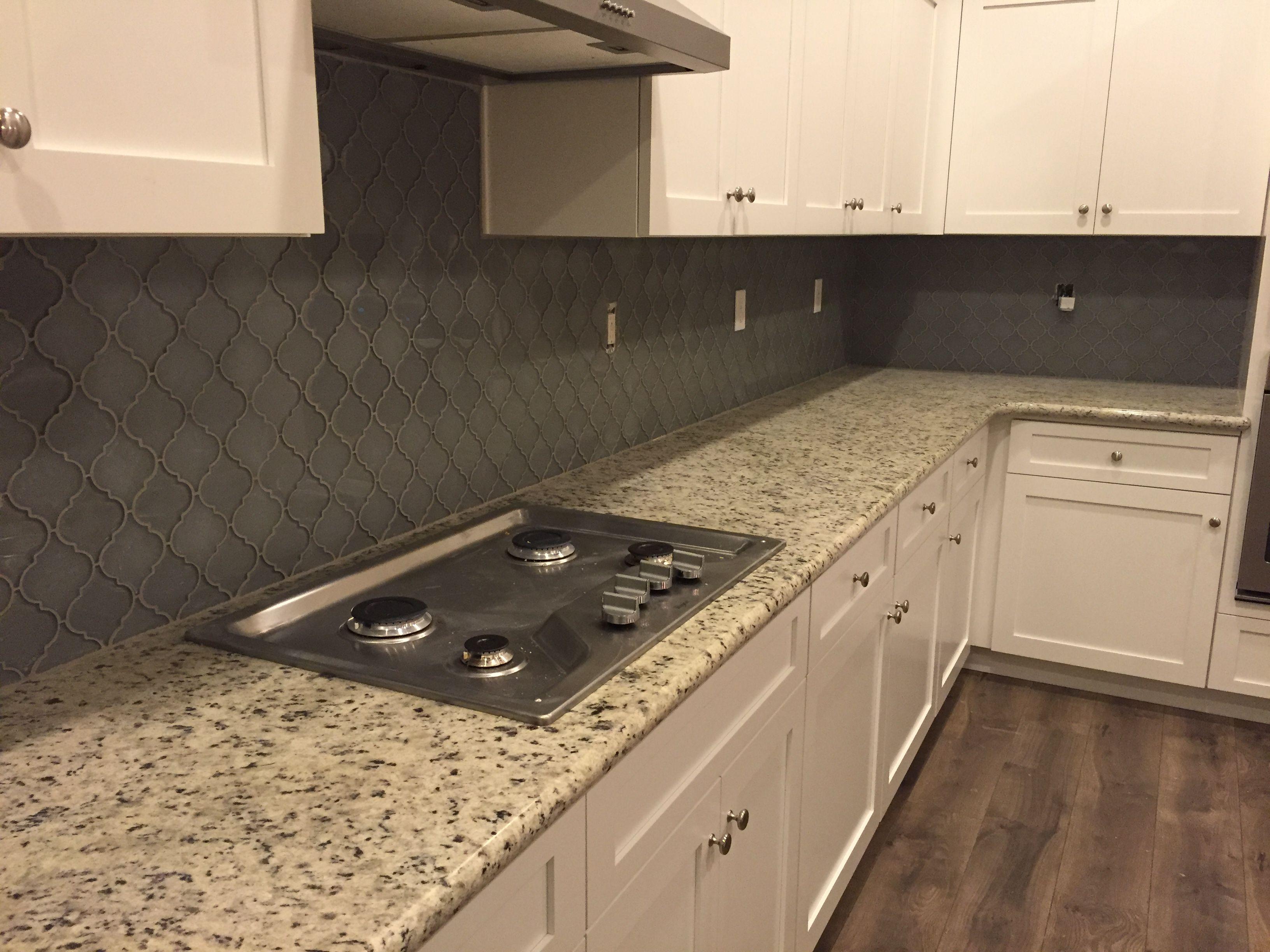 White Dallas Granite White Shaker Cabinets Arabesque Grey Lantern Glass Tile Backsplash M White Granite Countertops White Kitchen Vintage White Modern Kitchen
