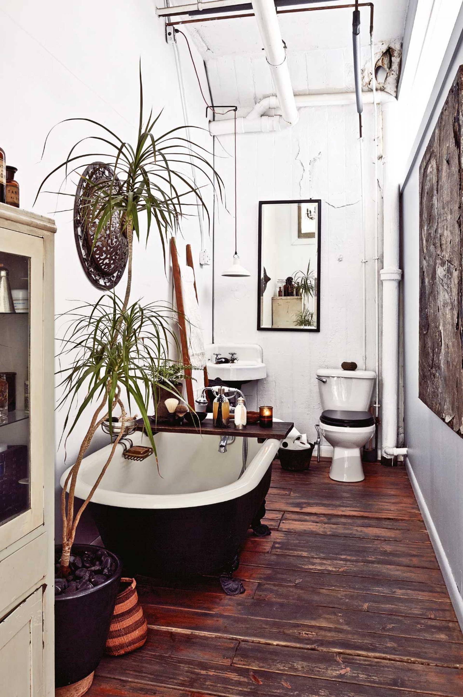 Zauberhaft Denn Hier Passt Einfach Alles Dielenboden Freistehende Badewanne Style At Home Bad Styling Billige Wohnkultur