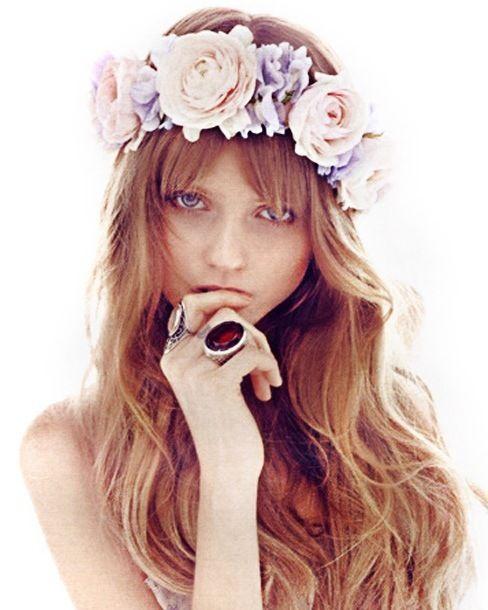 flower crown, and bangs=adorable en 2019 Coiffure